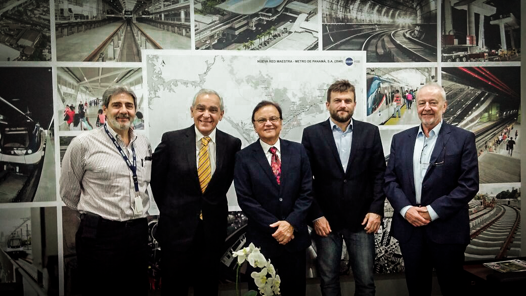 CEO da Aeromovel visita metrô do Panamá